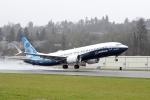 초도 비행을 위해 이륙하는 보잉 737 맥스