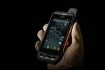 소님의 울트라 러기드 스마트폰은 극한 환경에서 근무하는 사용자들을 위해 특별히 제작되었다. 소님 스마트폰은 완전 방수/방진 기능 및 콘크리트 위 2m 높이에서의 낙하에도 잘 견디는