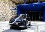 기아자동차가 하이브리드 소형 SUV 니로를 국내에 처음 공개했다