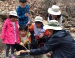 봄숲에서 만난 숲속 생명을 관찰하는 와숲 친구들