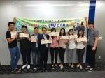 제3세계 빈곤 아동들을 위한 '연필주머니 만들기' 봉사활동에 참가한 푸르덴셜생명 직원들의 모습