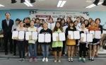 하남시다문화가족지원센터 강당에서 진행된 제2회 한글 수기 공모전 수상자들