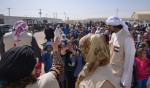 샤르자 국왕의 부인 샤르자 셰이카 자와헤르 알 카시미가 요르단  알 자타리 난민캠프를 방문하고 있다