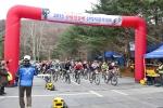 2015 산림청장배 산악자전거대회에서 참가자들이 출발하고 있다