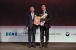 한국쉘석유주식회사가 2017 대한민국 베스트셀링 브랜드 시상식에서 프리미엄 합성엔진오일 쉘 힐릭스로 엔진오일 부문 2년 연속 대상을 수상했다