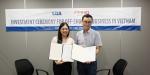 왼쪽 LQA의 Ms. XUAN Phung과 오른쪽 인피닉의 COO 박준형 부사장
