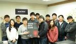 원스토어 주식회사는 빌더즈소프트의 배틀나이츠를 3월의 우수베타게임으로 선정, 출시 시 5천만원의 마케팅을 지원하기로 했다. 사진은 빌더즈소프트 개발진