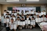 세계교육문화원과 대원국제중학교 DWICE Volunteers 학생들이 사랑의 연필주머니 만들기 및 봉사단원 임명장을 받았다