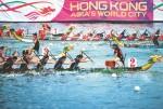 명소 빅토리아항에서 5,000여 명의 보트 선수가 우승을 위해 경주를 벌인다