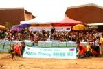 사단법인 해피피플이 하나금융그룹 직원들이 후원한 후원물품으로 필리핀 도시빈민 강제이주 정착촌인 빠오빠얀 마을에서 해피쉐어링 나눔활동을 진행했다