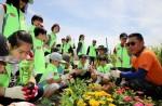 하림의 임직원과 소비자 가족으로 구성된 피오봉사단이 10일 경기도 광명동굴을 찾아 체험학습 및 봉사활동을 진행했다