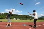 국립평창청소년수련원 운동장에서 진로 탐색 레저 스포츠 캠프 참가 청소년들이 신종 레포츠 투투볼 경기를 하고 있다