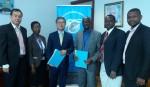 더존비즈온이 아프리카 탄자니아 정부의 디지털 포렌식 사업을 수주해 13일 탄자니아 현지에서 이찬우 더존비즈온 보안사업부문 대표(사진 왼쪽 세 번째)와 탄자니아 통신규제청 관계자 등
