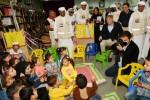 안토니오 로페즈-이스투리즈 EU-UAE 의회 친선그룹 회장dl 시리아 난민캠프를 방문하여 어린이들과 함께하고 있다