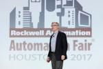 로크웰 오토메이션의 블레이크 모렛 사장 겸 CEO가 11 월 14 일 개최 된 Automation Perspectives의 글로벌 미디어 포럼에서 프리젠 테이션을 통해 기업이 디지