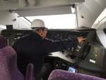 강릉차량사업소에 있는 경강선 KTX 내부를 점검하고 있다