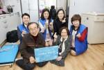 500원의 희망선물 선정 가정과 장애인먼저실천운동본부·삼성화재RC 담당자들이 기념촬영을 하고 있다