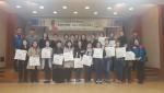 한국전력 서울지역본부 직원들이 함께 기념촬영을 하고 있다