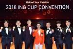 26일 오후 서울 삼성동 코엑스에서 열린 2018 ING Cup Convention에서 각 분야 수상자들이 정문국 대표이사 사장(오른쪽에서 세 번째)을 비롯한 임원들과 함께 기념