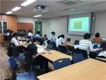 검정고시 합격을 위해 열심히 수업을 듣고 있는 강남구청소년지원센터 꿈드림 학생들