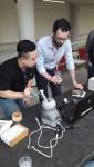 코리아텍 기계공학부 연구팀이 유로햅틱스 2018 Conference의 햅틱시연발표대회에서 소개한 모양정보와 질감정보를 동시에 제공하는 착용형 햅틱장치를 정상구 대학원생이 시연하고