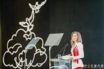 요르단 하시미테 왕국의 라니아 알 압둘라 왕비가 중국 항저우에서 열린 알리바바의 신 자선활동 컨퍼런스에서 연설하고 있다