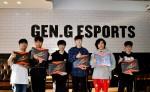 넷기어 XR500 지원받는 Seoul Dynasty 선수들(왼쪽에서부터 Munchkin 변상범, Zunba 김준혁, Fissure 백찬혁, Fleta 김병선, Ryujehong 유