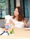 양육 미혼모들을 위한 뱃지 제작에 참여한 배우 김정은