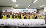 KMI 한국의학연구소 임직원들은 대한적십자사 희망나눔봉사센터에서 사랑의 빵을 만들어 어려운 이웃들에게 전달했다
