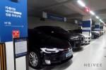 아크로리버파크 네이비 주차구역에 세워진 Tesla Model S