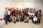갤러리 쿰이 서울시50플러스 중부캠퍼스 커뮤니티 기획전 이어+나가다 개막식을 열었다.  사진제공: 따사모(따뜻한 사진활동가 모임)