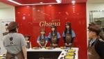 한국청소년경상남도연맹 아람단원들이 초콜릿 만드는 직업체험을 하고 있다