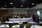 창업자, 전담멘토, 인천창조경제혁신센터 직원들이 기념촬영을 하고 있다