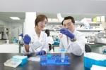 경기도 판교 SK바이오팜 생명과학연구원에서 연구원들이 중추신경계 신약개발을 위한 연구를 진행하고 있다