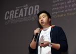 위워크 코리아 제너럴 매니저 매튜 샴파인이 K-Creators' Night 행사에서 서울 크리에이터 어워즈를 소개하고 있다