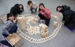 국립중앙청소년수련원 사회배려대상 청소년 캠프에 참가한 청소년들이 행복마을 만들기프로그램을 하고 있다
