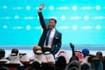 두바이에서 열린 세계정부정상회의에서 아랍에미리트 정부와 함께 10억 인구를 인도할 인도주의 프로젝트를 발표한 기업가, 라이프 코치 및 박애주의자 토니 로빈스