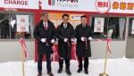 리본 커팅식: 사진 좌로부터 나카가와 켄이치 삿포로 시의원, 앨빈 섹 넷스 무역서비스 및 솔루션 사업부 수장, 타카기 준 니폰 플랫폼 최고경영자