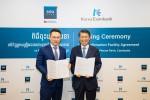 (왼쪽부터)아스캇 아지카노브 은행장과 은성수 수출입은행장이 1000만달러 규모의 신용장확인 한도계약을 체결한 후 기념촬영을 하고 있다