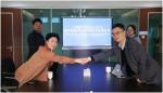 이정은 수젠텍 부사장(왼쪽 앞)과 지팡싱(Ji Fangxing) 휴먼웰 사장(오른쪽 앞)