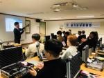 한국스파이존 이원업 강사가 탐지장비에 대해 소개하고 있다