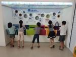 에너지 드림센터 견학을 하고 있는 에너지 리더 청소년들