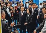 2018년 행사에 참석하여 설명을 듣는 차이잉원 대만 총통