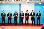 한국애질런트테크놀로지스가 오프닝 세러모니 테이프 커팅식을 진행하고 있다