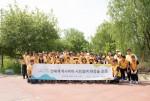 까사미아 임직원들이 반포한강공원 까사미아숲 조성을 기념해 단체사진을 찍고 있다