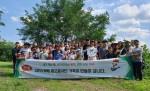 하림 피오봉사단 6기가 봉사 활동을 마치고 기념촬영을 하고 있다