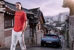 북촌 한옥마을을 배경으로 한 N 브랜드 컬렉션 액티브레드 티셔츠 화보