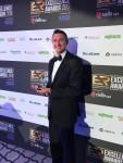 슈나이더일렉트릭의 영국 및 아일랜드 지역 Secure Power 부문 부사장인 마크 가너가 2019EA어워드에서 데이터센터 설계 및 구축 부문 올해의 제품상을 수상하였다