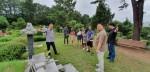 민주화운동기념사업회 2019 자원활동가 하계 워크숍- 자원활동가 워크숍에 참여한 참가자들이 마석 모란 공원 민주열사묘소 중 전태일 묘소에서 사업회 양금식 국장의 설명을 듣고있다