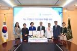 한국청소년상담복지개발원과 한국보훈복지의료공단이 학교 밖 청소년 건강지원 확대를 위한 업무협약을 체결하고 있다